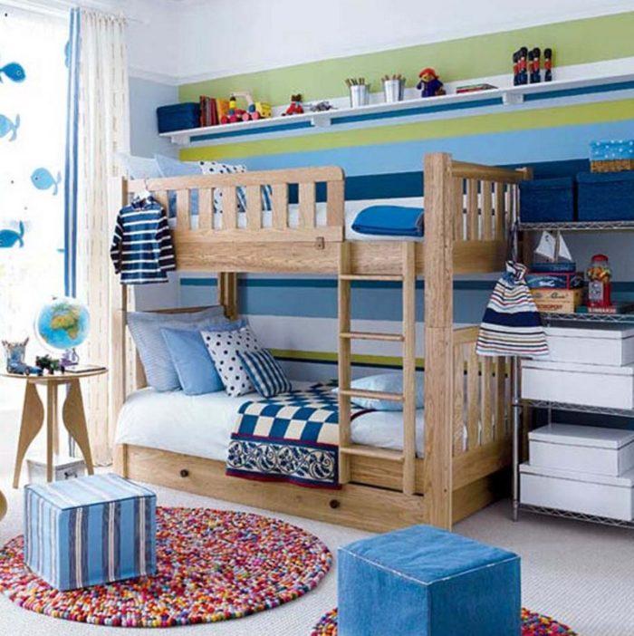 Как обустроить маленькую детскую комнату для двоих детей? фото