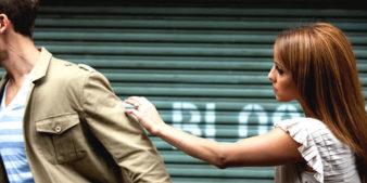 Почему бывший муж избегает общения? фото