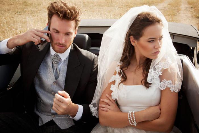 Почему некоторые девушки не хотят брать фамилию мужа? фото