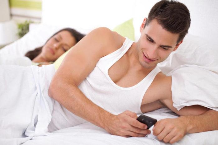 Почему муж изменяет и не уходит из семьи? фото