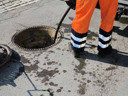 Как происходит прочистка канализации в частном доме? фото