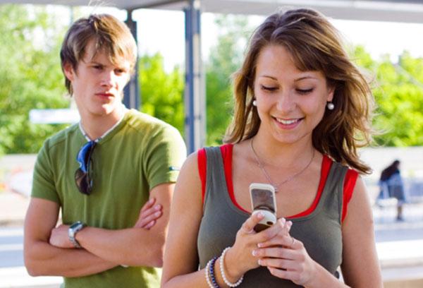 Почему муж ревнует жену без повода? фото