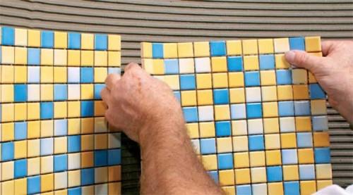 Как класть мозаичную плитку своими руками? - фото