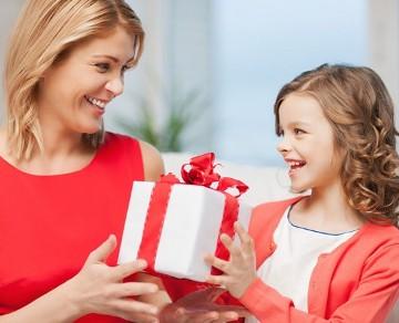 Что подарить маме на день рождения? - фото