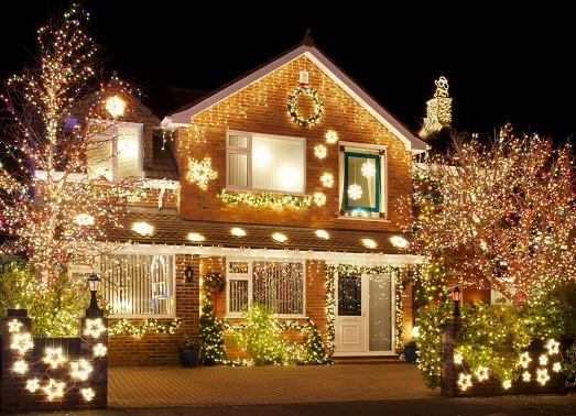Как украсить фасад здания на Новый год? фото