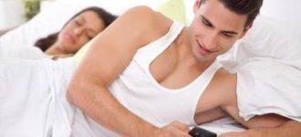 Почему муж прячет телефон? (3 Причины) фото