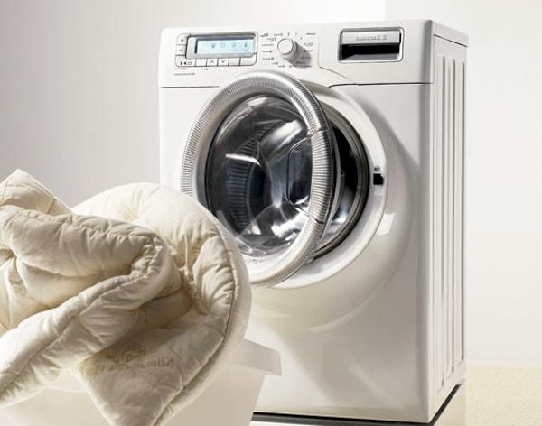 Можно ли стирать одеяло в стиральной машине? фото