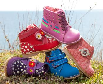 Как правильно ухаживать за детской обувью? фото