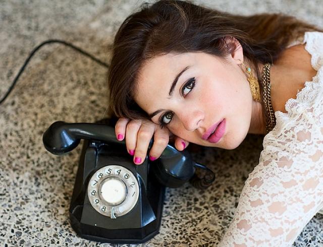 Почему мужчина не звонит после ссоры? - фото