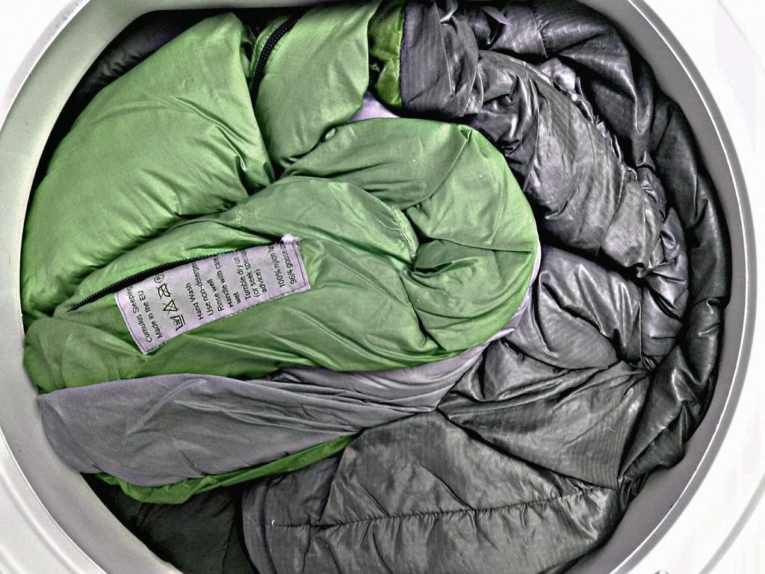 Можно ли стирать спальник в стиральной машине? фото