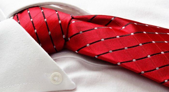 Можно ли стирать галстук в стиральной машине? фото