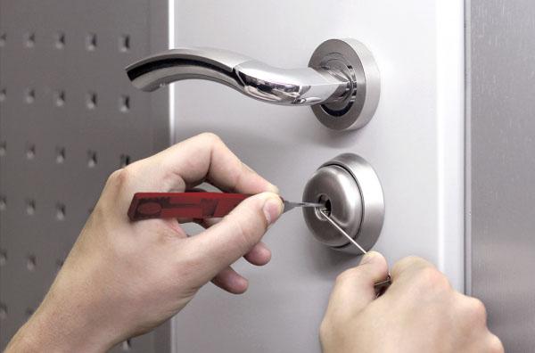 Как открыть замок без ключа? фото
