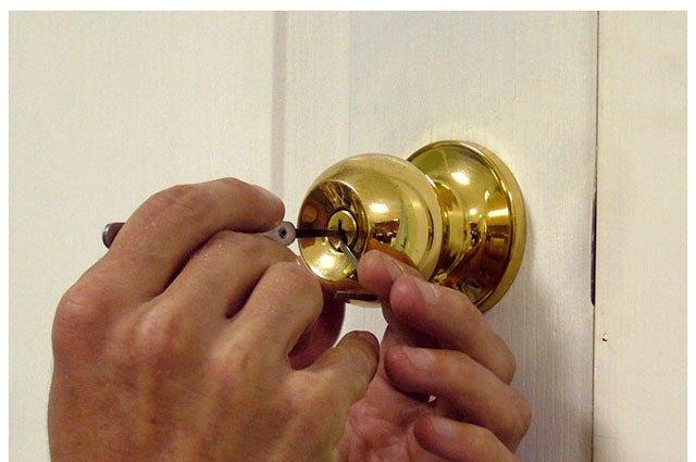 Как научиться открывать замки без ключей? фото