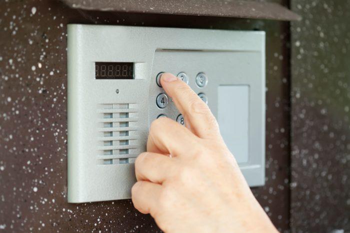 Как открыть домофон без ключа? фото