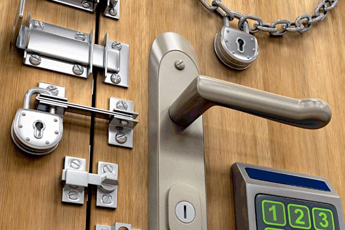 Как открыть входную дверь без ключа? фото