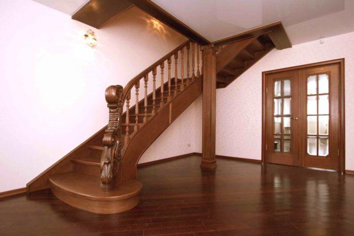 Как ухаживать за деревянной лестницей? фото