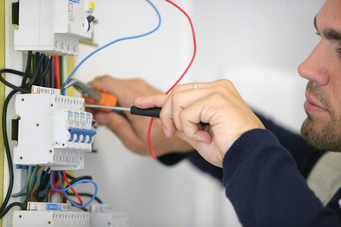 Когда пора менять электропроводку? фото