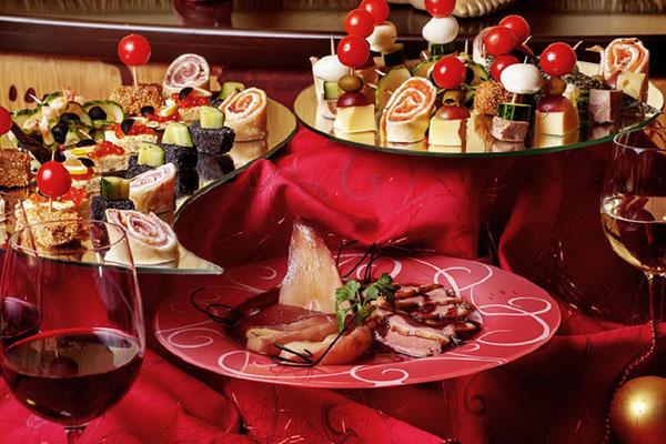 Как накрыть праздничный стол на Новый год 2017? фото