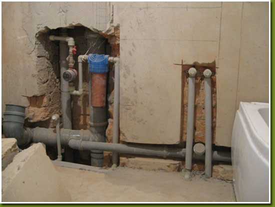 Стоит ли прятать в стены трубы в ванной комнате? фото