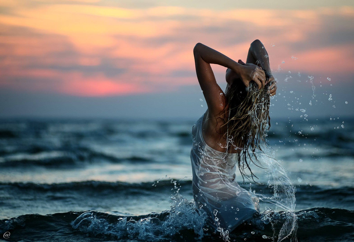 Можно ли купаться в море при месячных? фото
