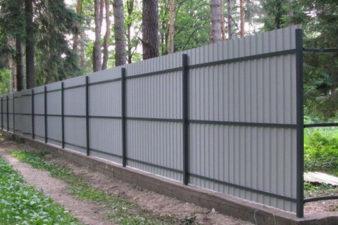 Как смонтировать забор из профнастила? фото