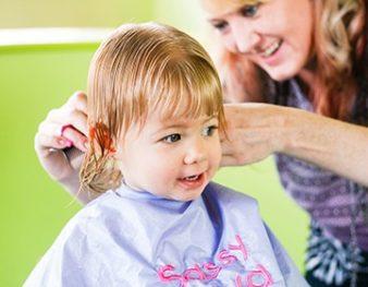 Первая стрижка ребенка: когда и как стричь? фото