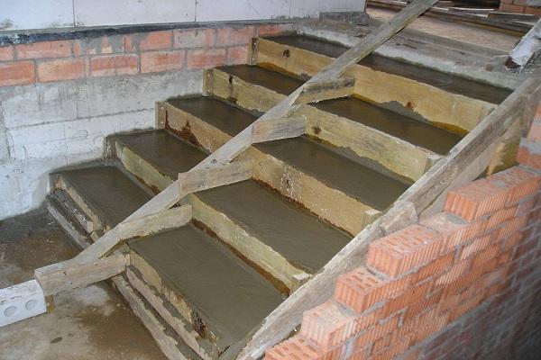 Как сделать лестницу из бетона? фото