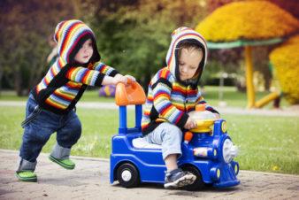 Какие нужны игрушки для детей 1 3 лет? фото