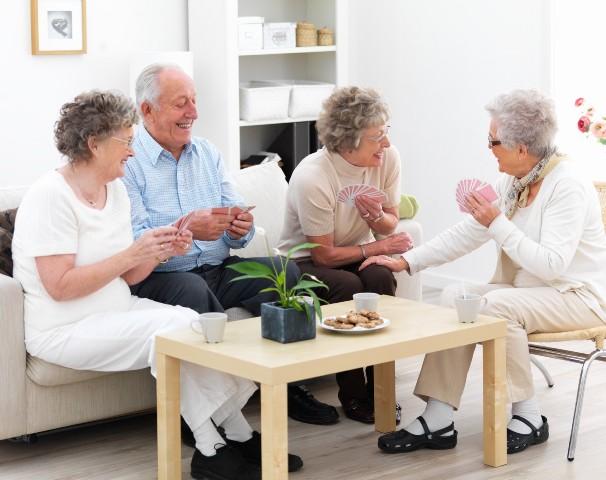 Чем отличается пансионат для пожилых людей от дома престарелых? фото
