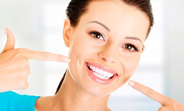 Как отбелить зубы без вреда в домашних условиях? фото