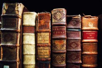 Куда отдать старые книги? фото