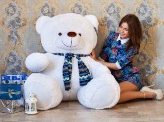 Кому можно подарить плюшевого медведя? фото