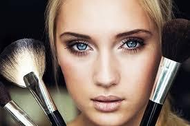 Как уменьшить глаза с помощью макияжа? фото
