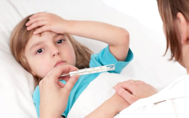 Какую температуру нужно сбивать ребенку? фото