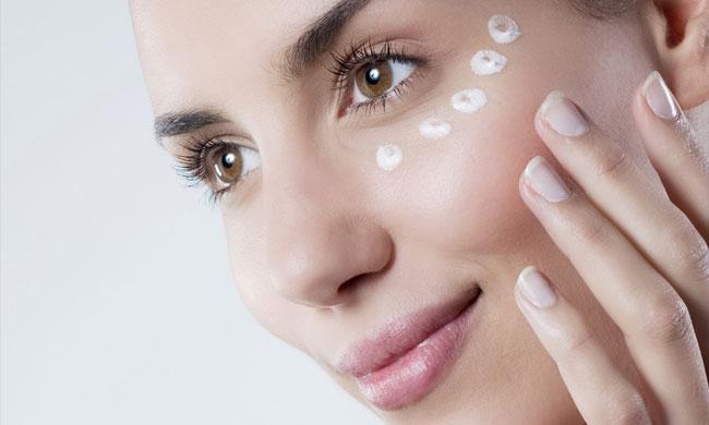 Как ухаживать за кожей вокруг глаз? фото
