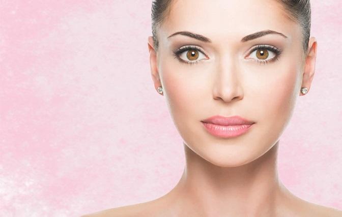 Бежевая помада и естественный макияж фото