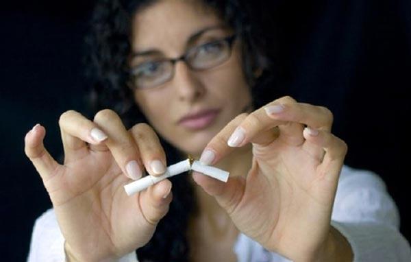 Как заставить маму бросить курить? фото