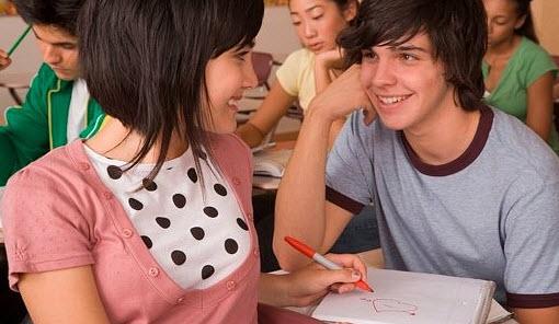 Как привлечь внимание парня в школе? фото