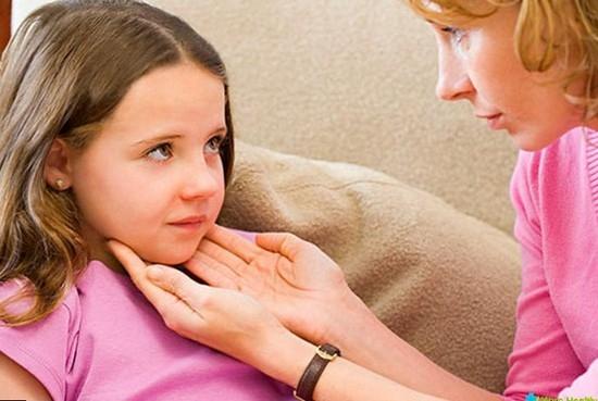 Как лечить осипший голос у ребенка? фото