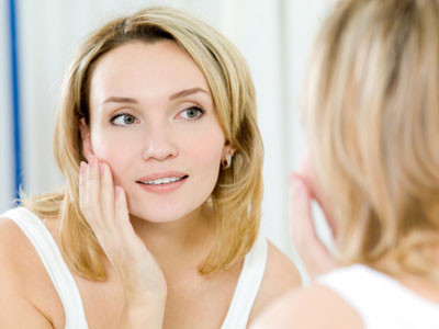 ухаживать за кожей лица