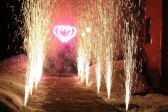 Запуск-фейерверков-на-свадьбе