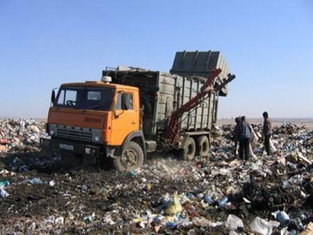 Камаз привез мусор