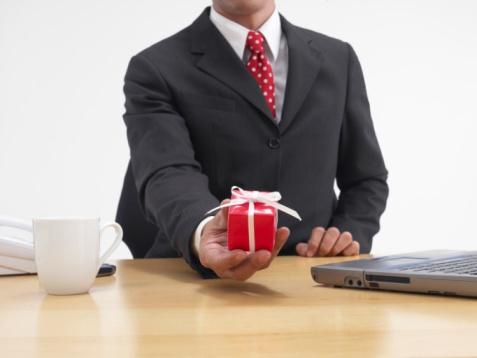 подарки сотрудникам на НГ