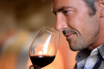 smelling-red-wine-in-glass-650x432