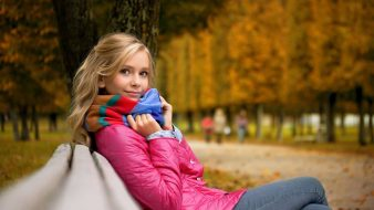 blonde-girl-on-the-bench-girl-hd-wallpaper-1920x1080-42764