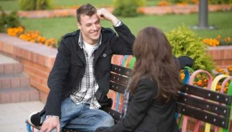 Man-Woman-on-bench-talking-600x340