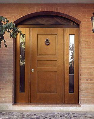 vhodnye-dveri-dlya-zagorodnogo-doma